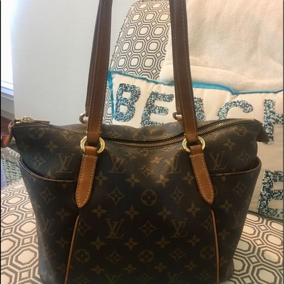 8fce032e987a Louis Vuitton Handbags - Authentic Louis Vuitton Monogram Totally MM